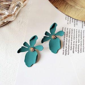 Jewelry - NEW Acrylic Flower Stud Earrings